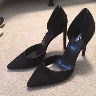 (Size 37/6.5) black pumps