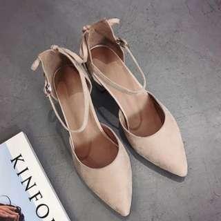 低跟裸色繫帶氣質尖頭鞋