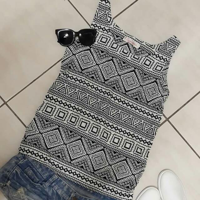 🔸幾何上衣 無袖 #有超取最好買 #好想找到對的人 #舊愛換新歡