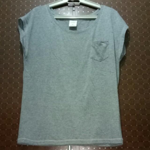 A&F grey top
