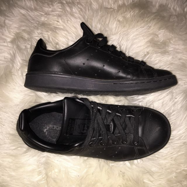AUTHENTIC ALL BLACK ADIDAS STAN SMITHS