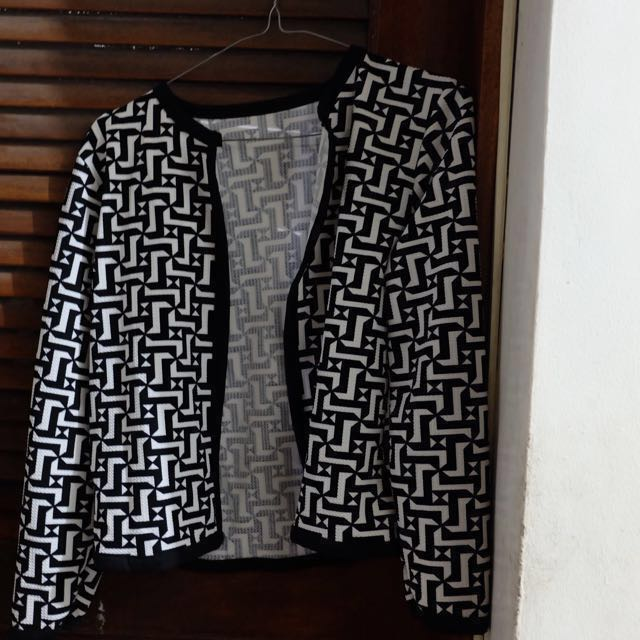 Black and White Printed Blazer (Fits Small to Medium Frame)