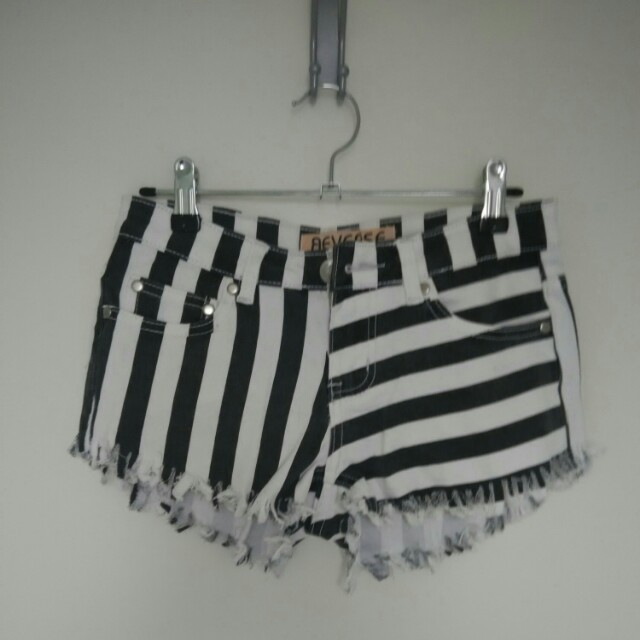 Black and White Summer Shorts Size S
