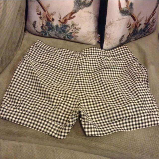 Checkered high waist shorts