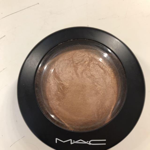 Mac global glow bronzer/highlighter