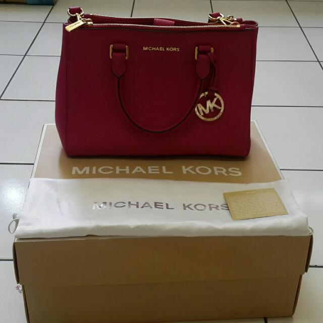 Michael KOrs Sutton Medium - Fuschia