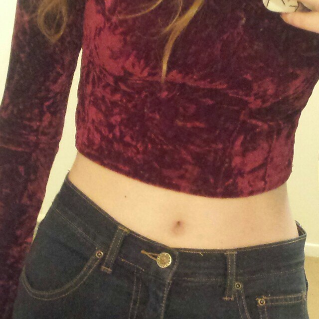 RED VELVET CROP TOP