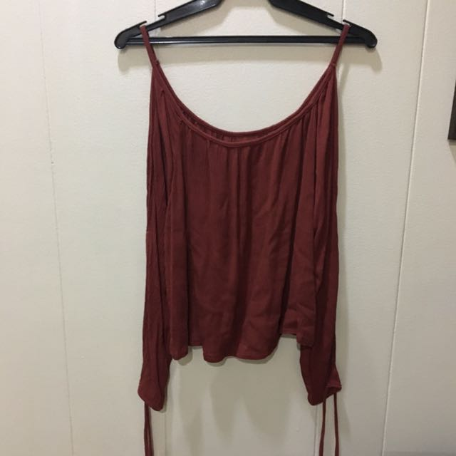 Semi cropped long sleeves top