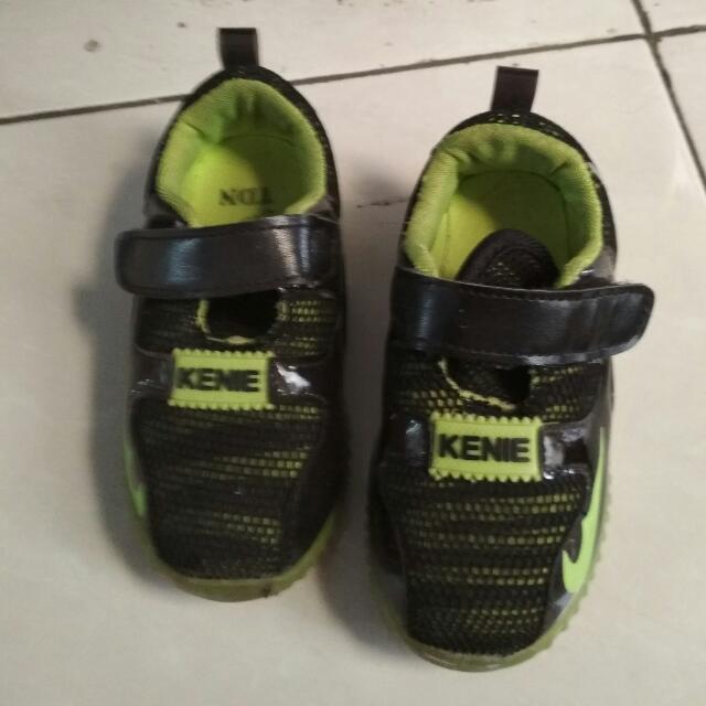 Sepatu anak berlampu size 25