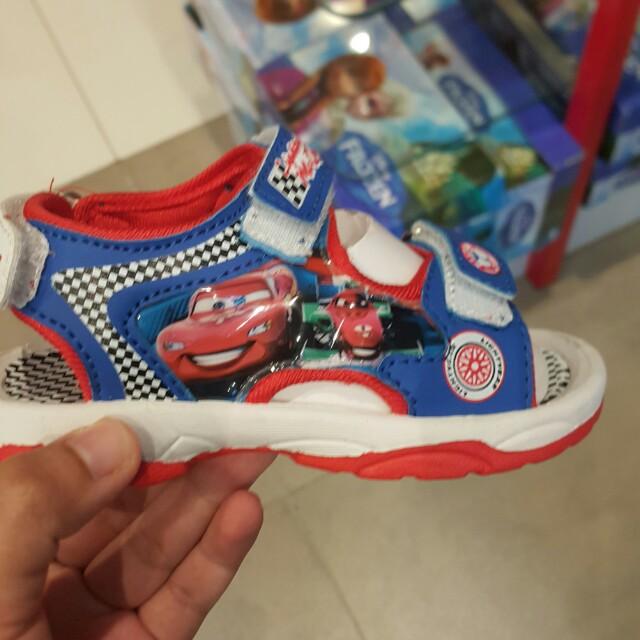 Sepatu sandal disney