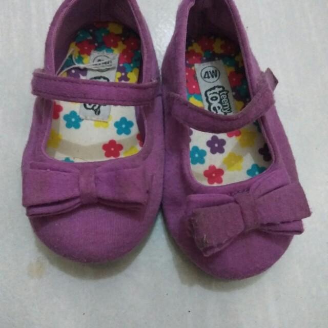 Sepatu teeny toes