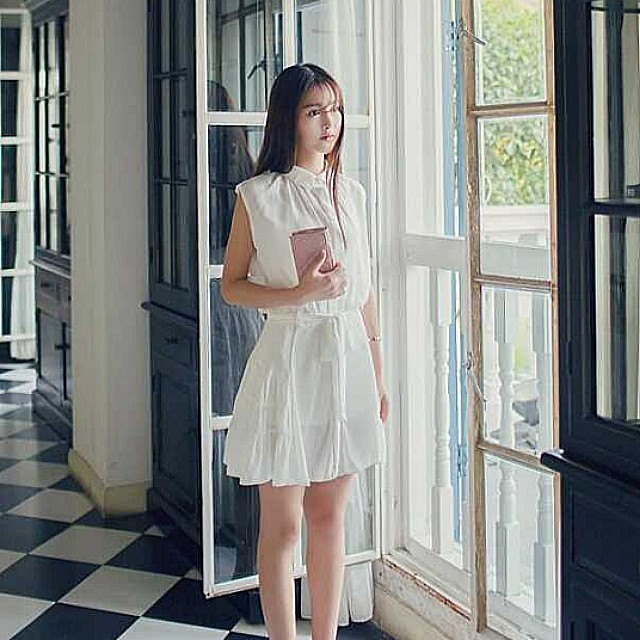 White Tier Dress with Collar and Belt