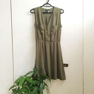 Green Chiffon Dress size 6