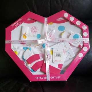 BNIB 10pcs baby gift set