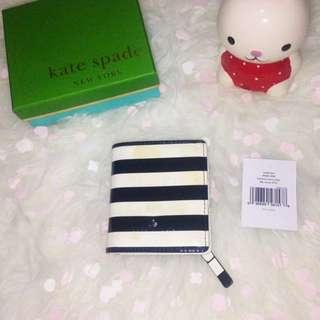 KATE SPADE NEW YORK Harrison Street Stripe Small Stacy Wallet - PWRU3450 (Black)