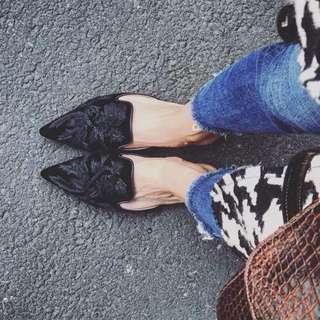 Black velvet embroidered shoes Size 8