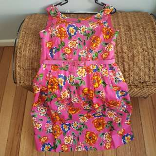 Perfect for Spring racing floral dress - new with tags