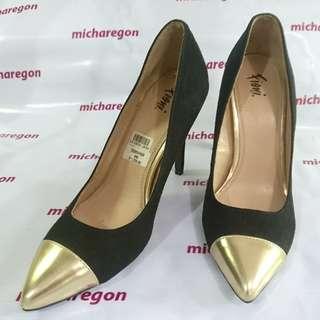 Sz 9 Fioni Gold Cap-toe Velvet Stilettos