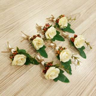 Boutonnieres/Pin corsage