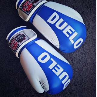 Duelo Boxing Gloves With Free Hand Wrap