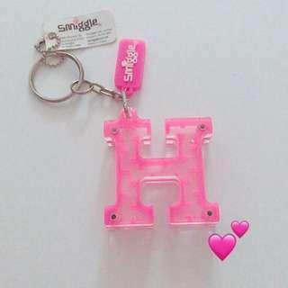 Smiggle Alphabet 'H' pink maze keychain