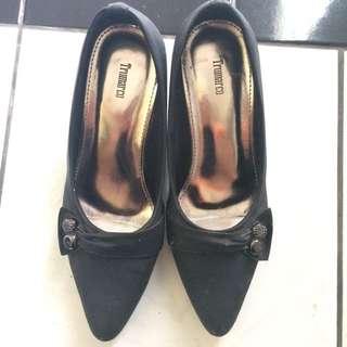 Sepatu Hitam Formal