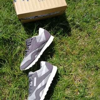 Reebok grey&white sneaker