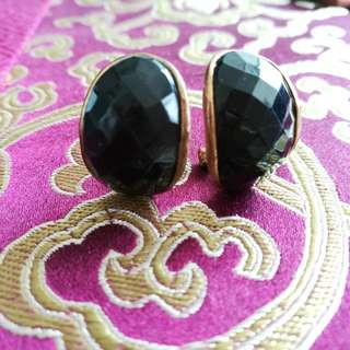 Black earrings ( H 2cm × W 1.5cm )