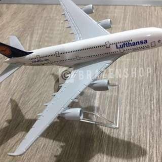 lufthansa diecast airplane