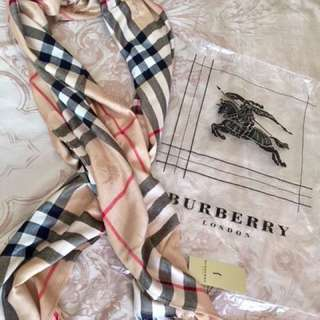 Authentic 100%cashmere Burberry scarf classic check
