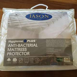 King size antibacterial mattress protector