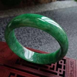 1512圈口54.7*14.6*6.6mm特惠,冰糯種滿色寬邊手鐲,存在石紋沒有刮感。
