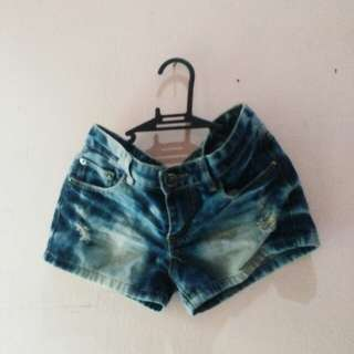Low-waist denim shorts