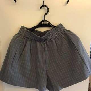 直條條紋灰色短褲 grey shorts