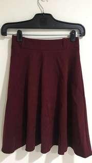 酒紅色及膝裙