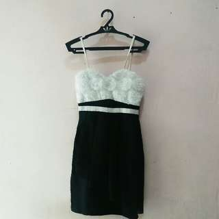 Padded black and white short dress