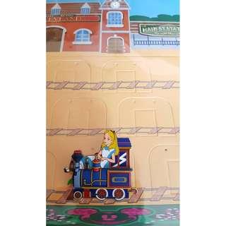 迪士尼 Disneyland Alice Pin 愛麗絲 火車頭造型徽章連背板 (LE300)