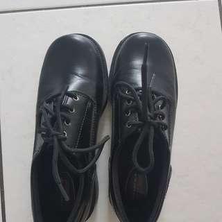 Black shoes size 5