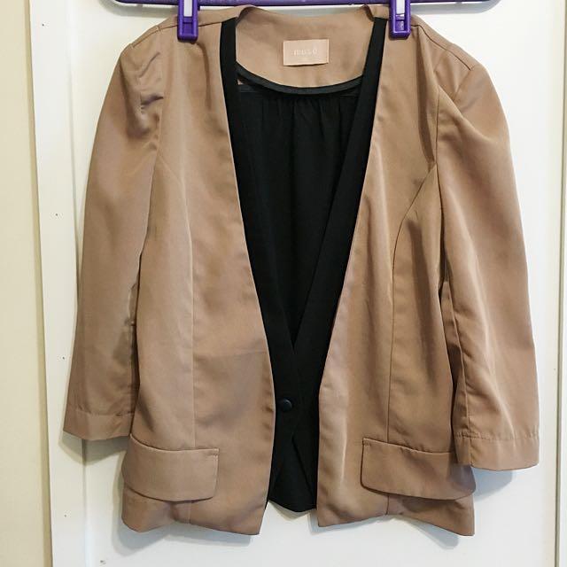 假兩件駝色挺版外套