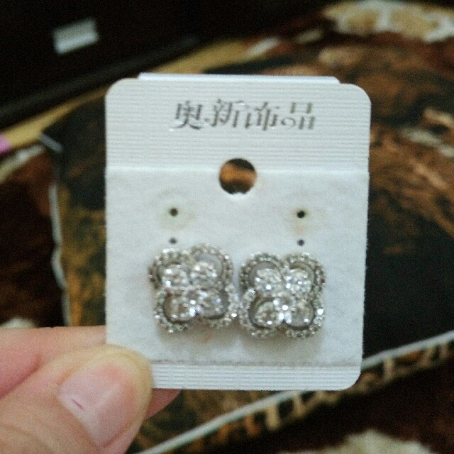 Anting mata flower
