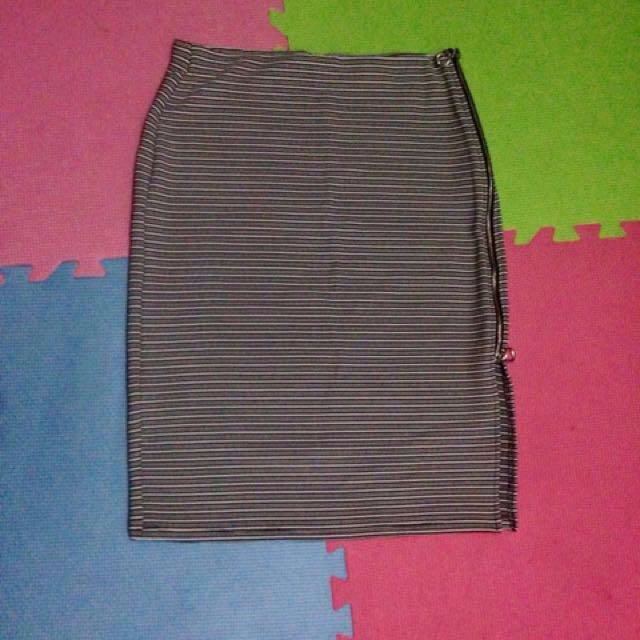Atmosphere pencil cut skirt (with slit)