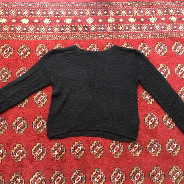 Cropped, fitted jumper