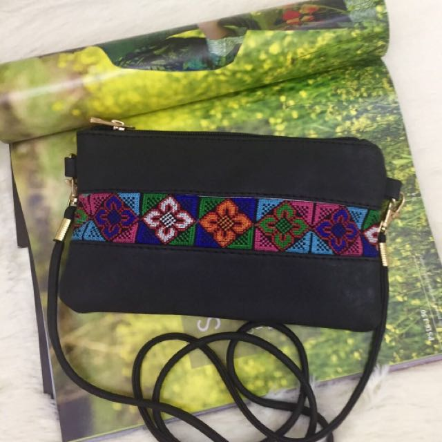 👜CROSSBODY EMBROIDERED POUCHES $35/-👜
