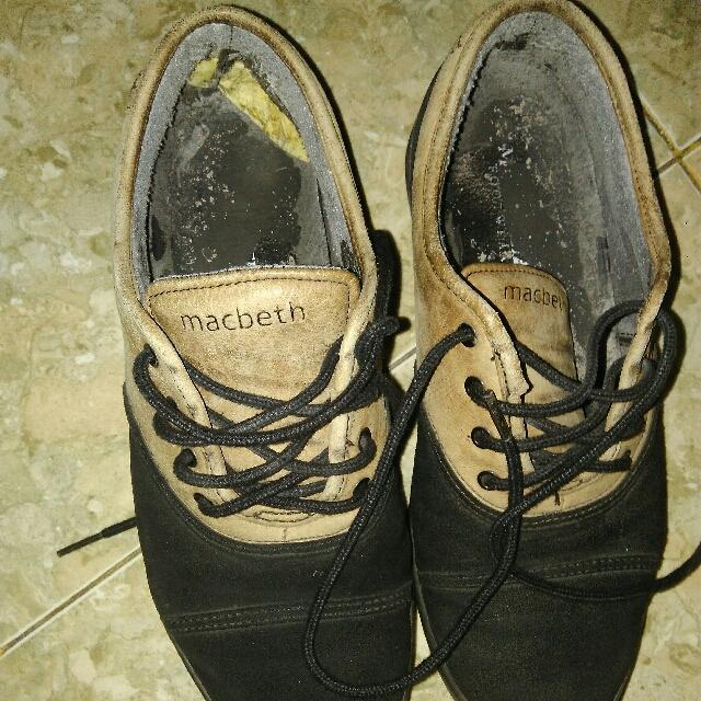 """dijual sepatu""""MACBETH""""100% original...kondisi 80% cma minus dalamnya aj selain itu msh bagus/no cacat.aku jaul harga 250 nego tipis gan."""