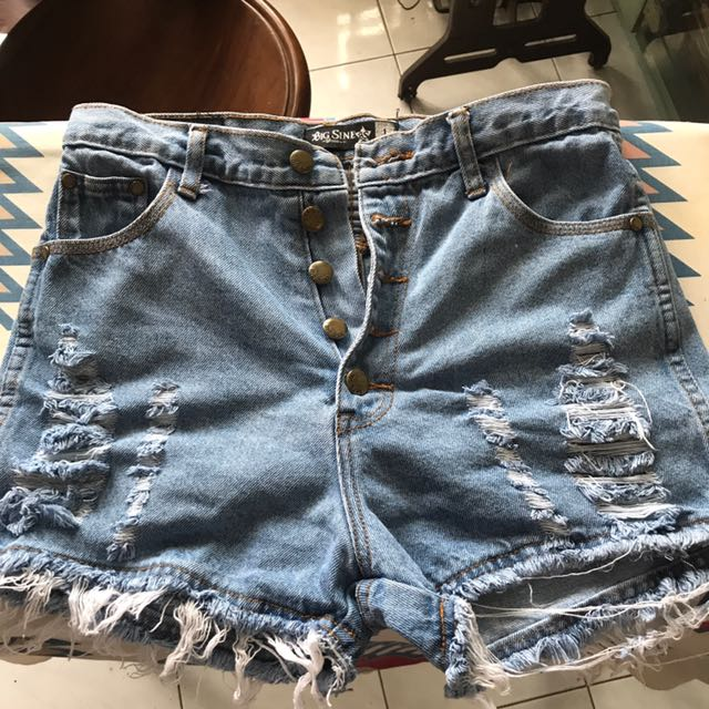 Hiwaist ripped jeans