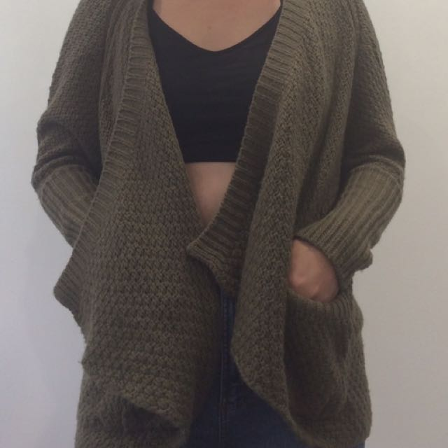 Knitted open cardigan