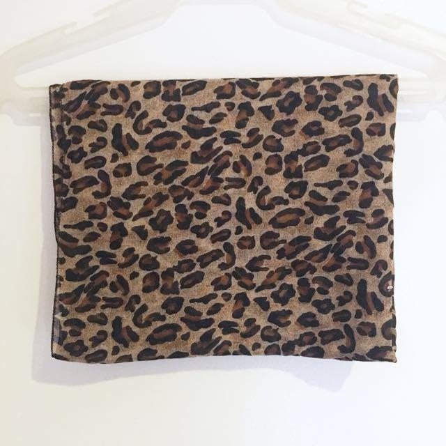 Memo leopard scarf