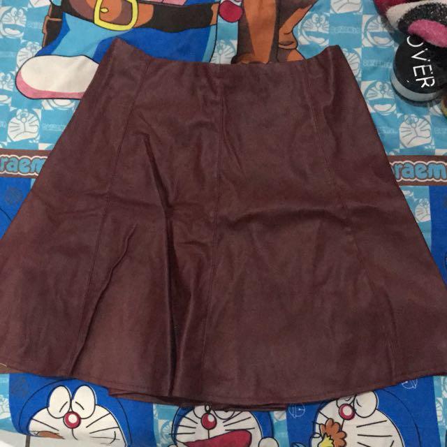 mini skirt maroon semi kulit