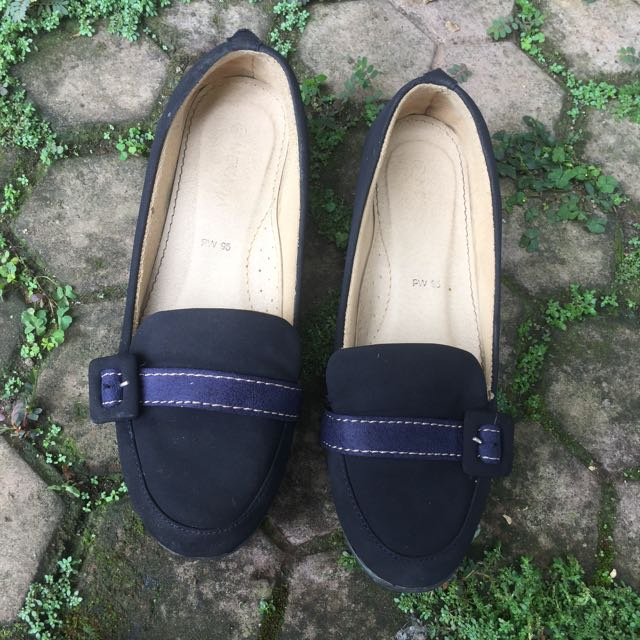 Nevada Navy Wedges 37