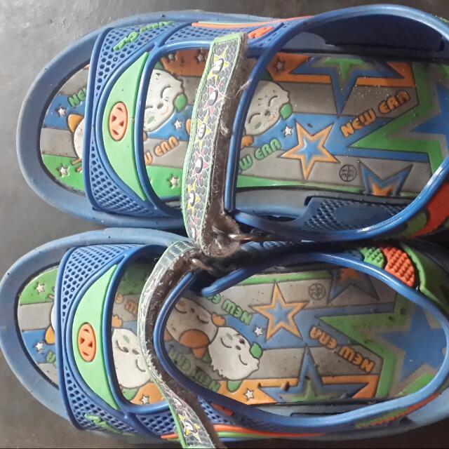 Sandal Biru